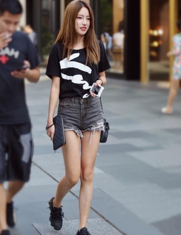 牛仔裤穿出你时尚优雅女人味,这样的搭配帅气干练气质十足