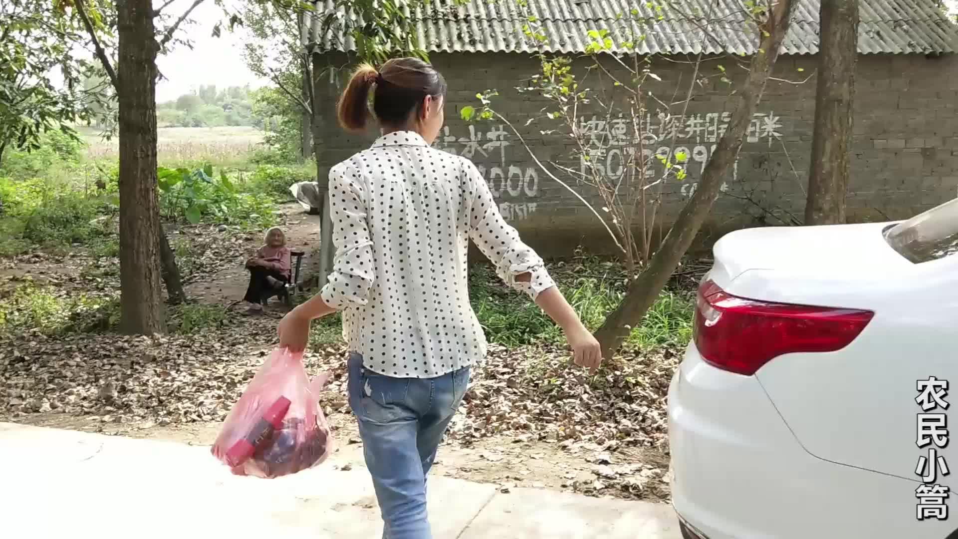 中秋节快到了,农村85岁老奶奶将要怎么过节?看她平时吃的啥