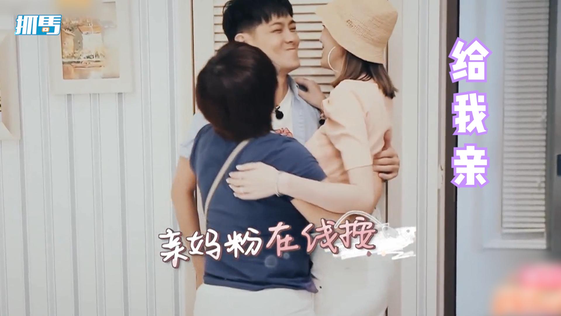 林志颖拒和陈若仪接吻,林妈妈直接上手摁两人头,小志嘴都在拒绝