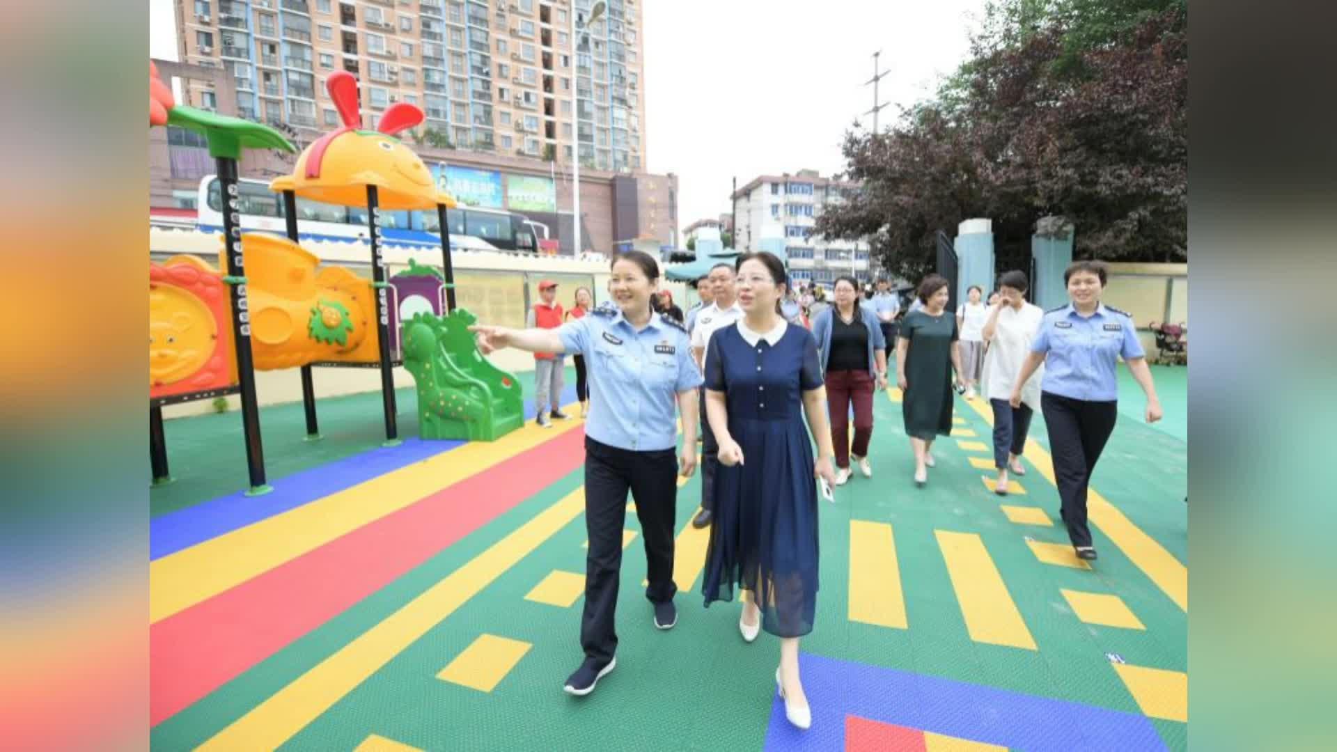 合肥市妇联主席宣丽玲看望慰问瑶海区笑童颜康复中心师生