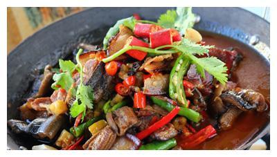 美食推荐:干锅鳝鱼,油淋茼蒿,白菜牛肉卷,红烧土豆