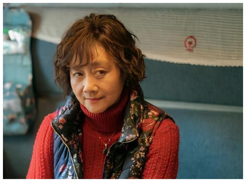 黄梅莹:因《渴望》走红,和丈夫姐弟恋39年,今儿子是她骄傲