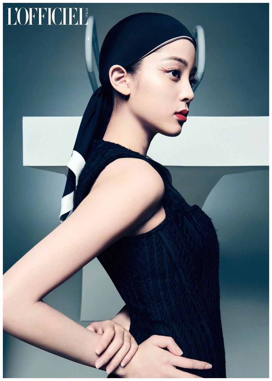 欧阳娜娜意大利杂志封面照片曝光 美背纤细潮酷帅气