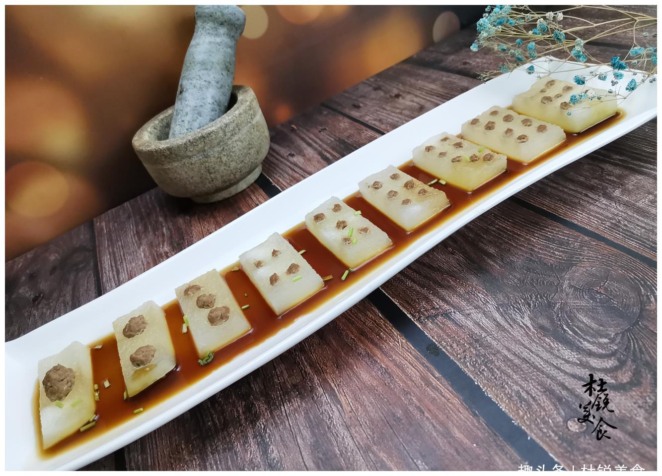 大厨创意新菜引围观!分享麻将冬瓜做法,来客人上1盘成艺术品