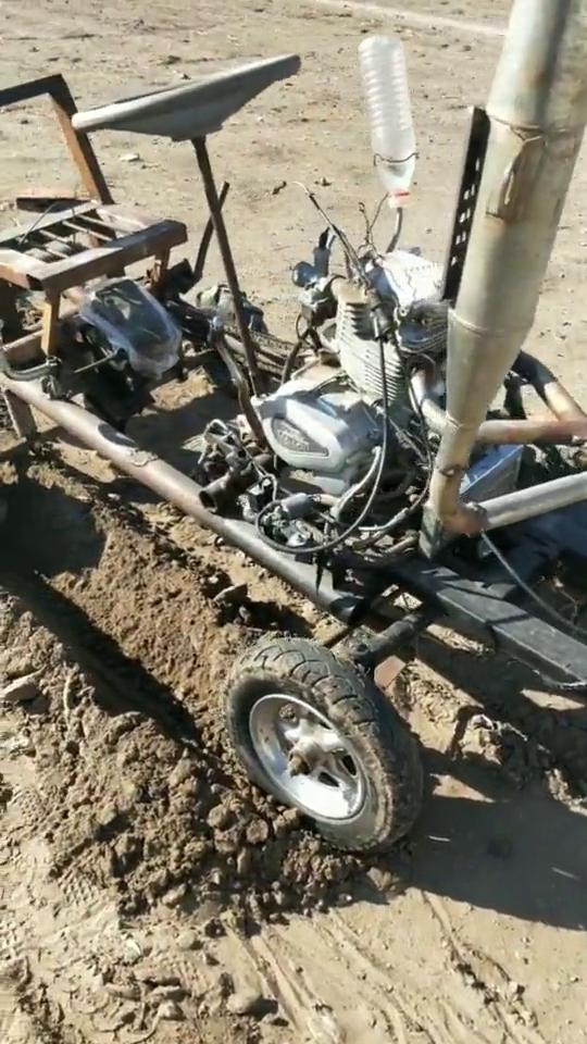民间高手研发无人驾驶自动趟地机