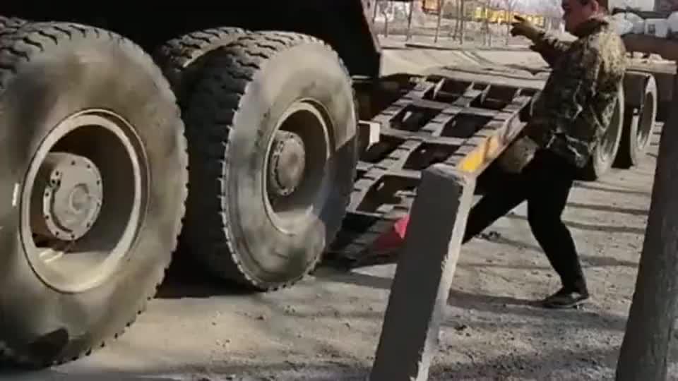 思想不滑坡办法总比困难多货车这方式下来真是太省力了