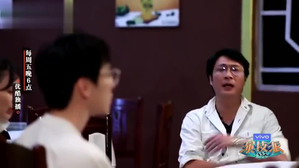 吴镇宇举行世上最丧演奏会 居然是用摔盘子收尾