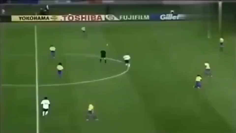 罗纳尔多当年和里瓦尔多的经典一漏,两大世界足球先生的巅峰之作