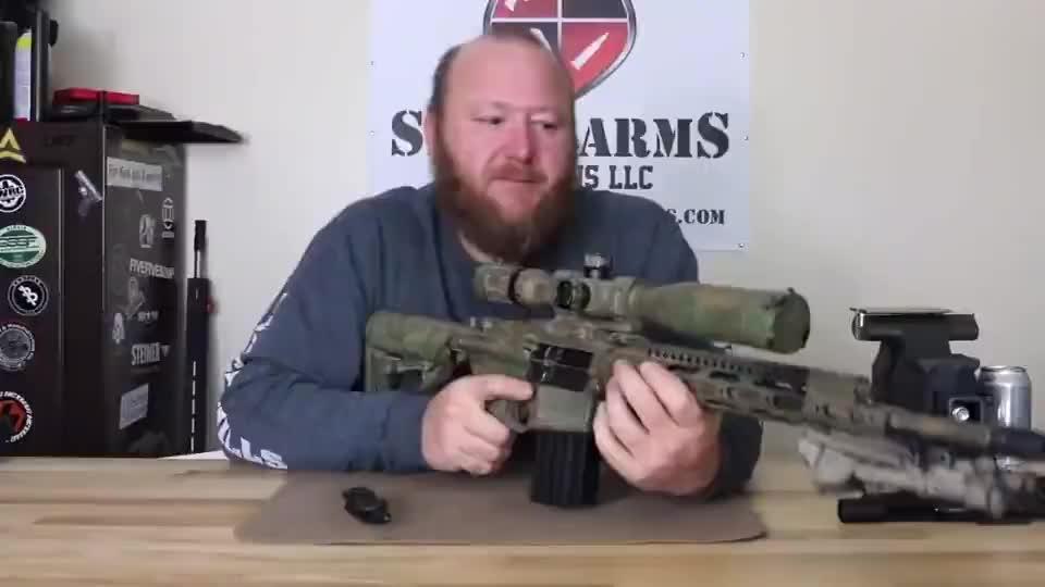 配备高清瞄准镜的突击步枪,户外靶场射击测试!