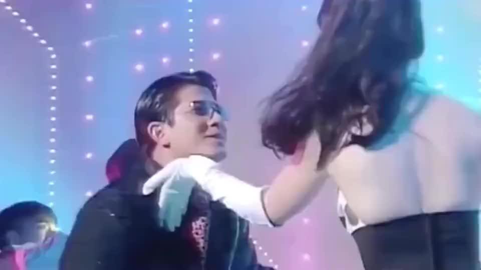 你知道给周慧敏伴舞的是谁吗?
