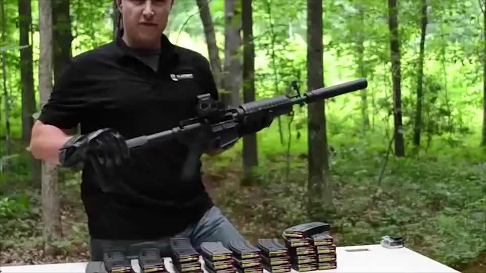 AR15步枪酷刑测试,持续速射十多个弹匣枪管都烧红了