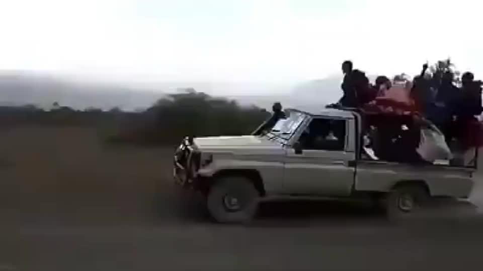 这就是非洲人赶集的路上,快不快就完了