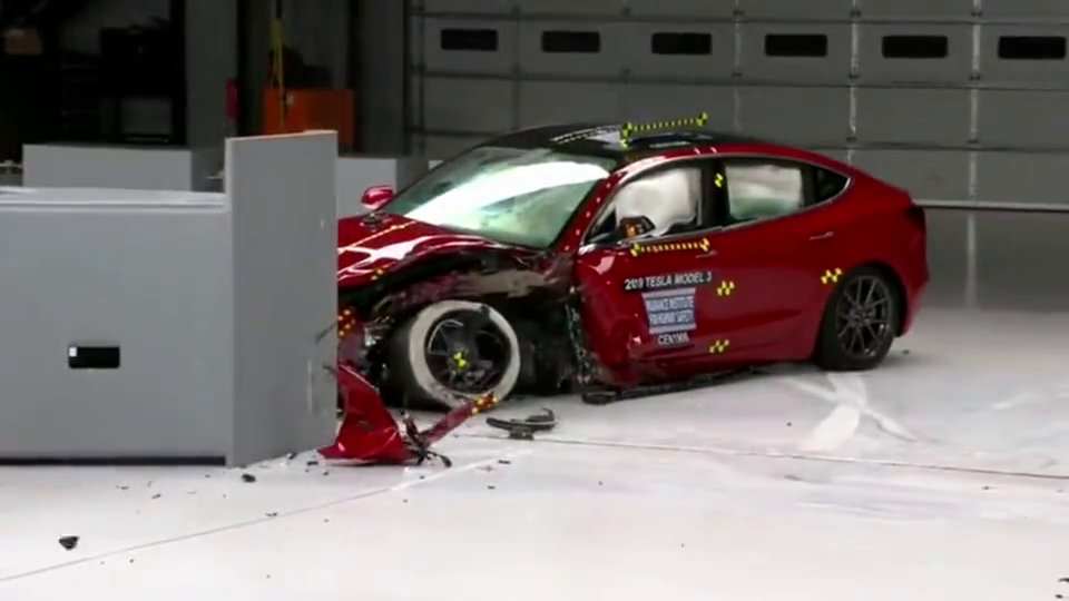 谁说电动车不安全?看看特斯拉Model3最新碰撞测试!