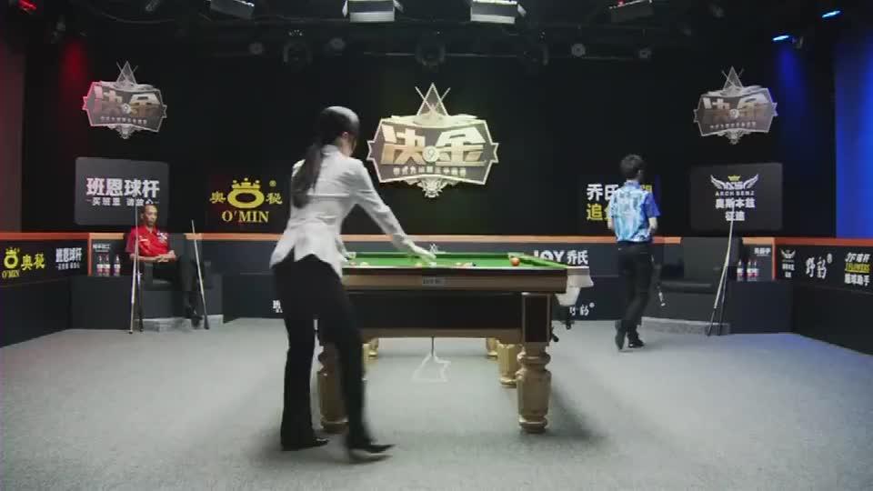一丝不苟的精准操作,台球界最美女裁判王钟瑶,侧身摆球吸睛