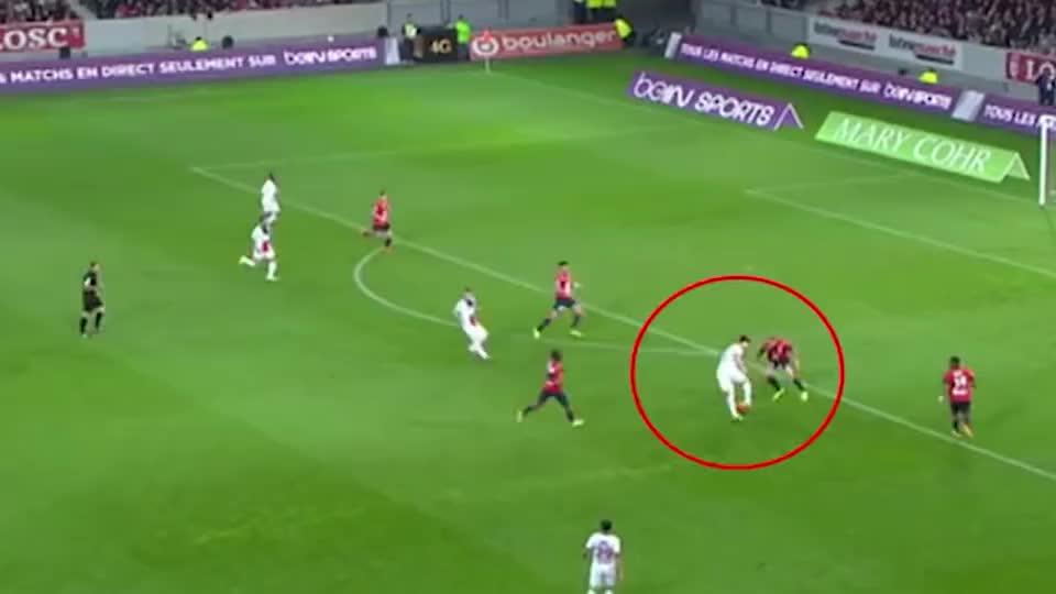 伊布教你如何站在越位的位置帮助队友进球,这才是用脑子踢球的人