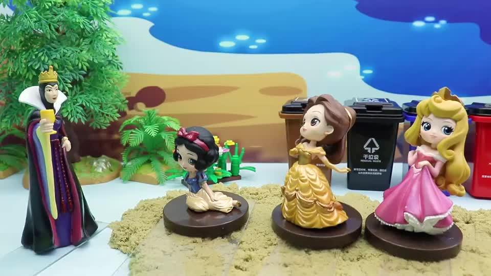 亲子有趣幼教视频,白雪公主和贝儿他们在沙滩挖宝石