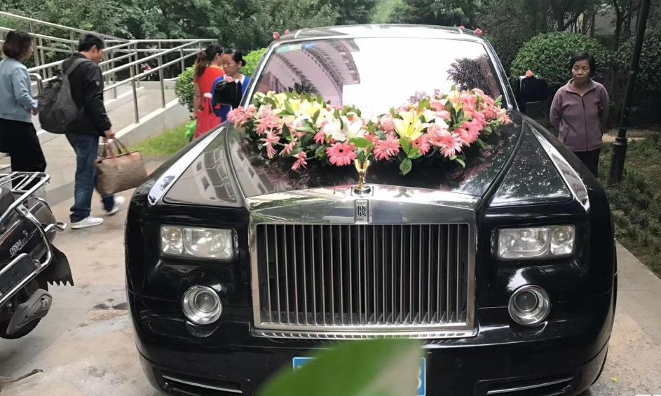 为何婚车一般不用八辆,还会开双闪?原来这里的讲究这么多