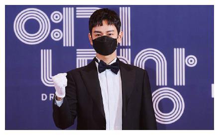 他是李光洙挚友,出道18年来首次拿下大奖,网友却直言:可惜了!