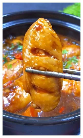 三汁鸡翅焖锅--烹饪