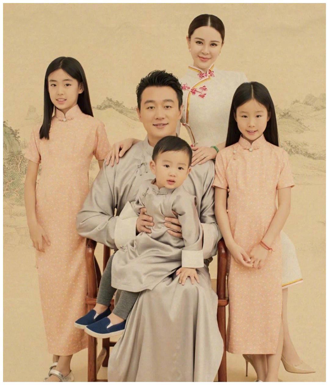 佟大为一家五口民国风造型曝光,儿女完美继承父母强大基因