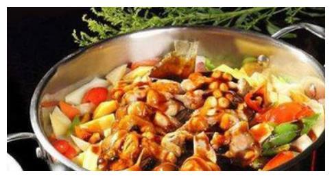 好吃的酱汁焖锅,让你吃了一次就忘不掉,它的做法其实很简单