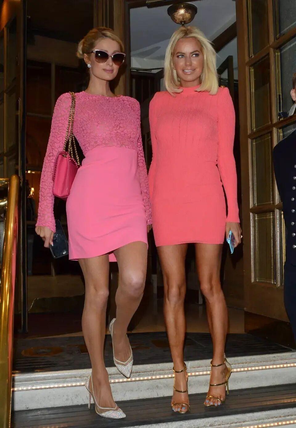 帕丽斯.希尔顿外出,一袭芭比粉短裙,尽显优雅名媛风