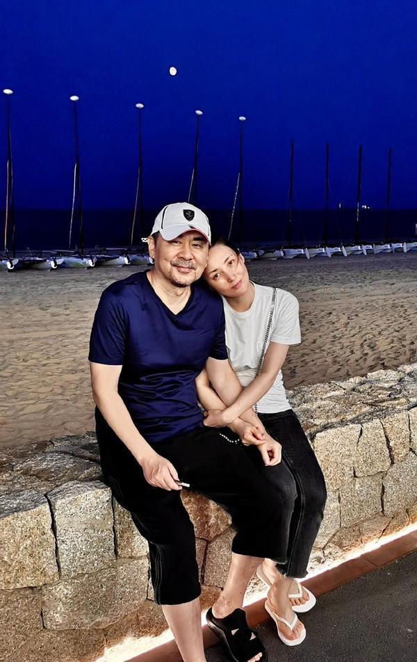 蒋勤勤陈建斌又秀恩爱,在微博上晒合照,看着真的好幸福