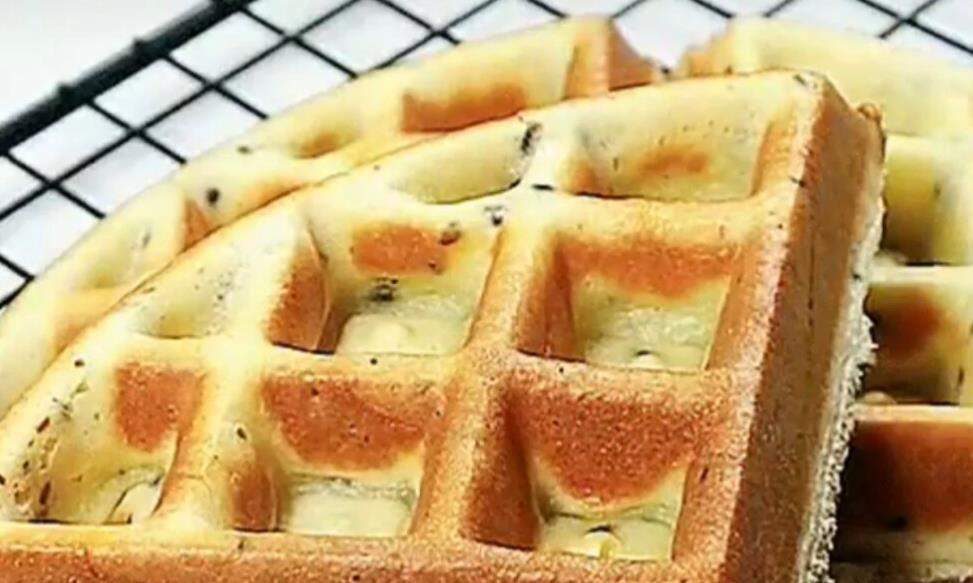 家里有蛋卷机或者早餐机的,做一个简易版华夫饼吧,很好吃