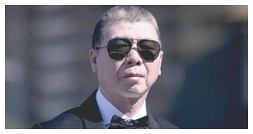 没背景的冯小刚:借着郑晓龙王朔华谊,一步步将自己送上了巅峰