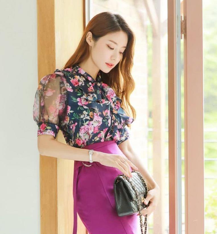今年流行的紫色系搭配套装,印花雪纺衫配紫色裙显大气富贵端庄