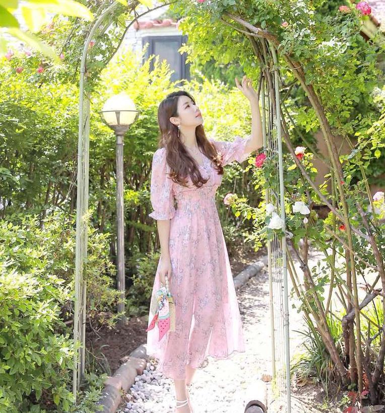 浅紫色连衣裙浪漫情调,一看到就觉得华丽,想收藏的连衣裙