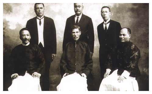 施娣:与外国人同居后,被抛弃,生了四个儿子,后代出现两个首富
