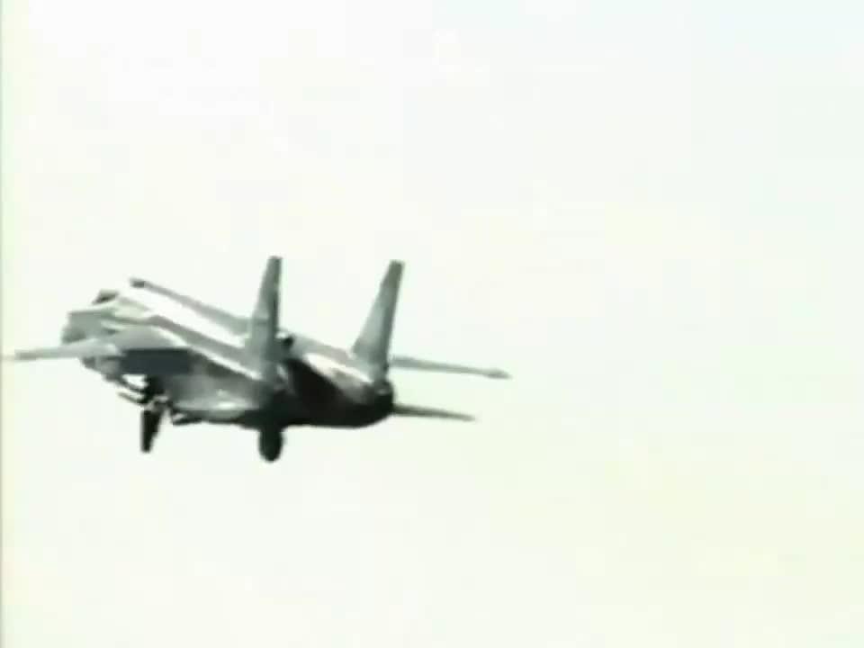 F35B鼻祖:25年前苏联人飞行黑科技雅克141公演
