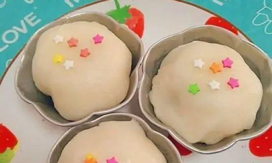 甜点制作:奥利奥雪媚娘,黄油和面团趁热揉匀