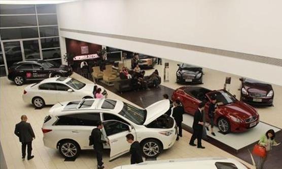 很多人明明手里没钱,为什么买车时还要买新车,而不买二手车呢