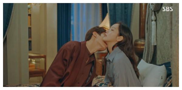 李敏镐突袭亲脖、进攻嘴唇再压倒 四段式深吻好害羞