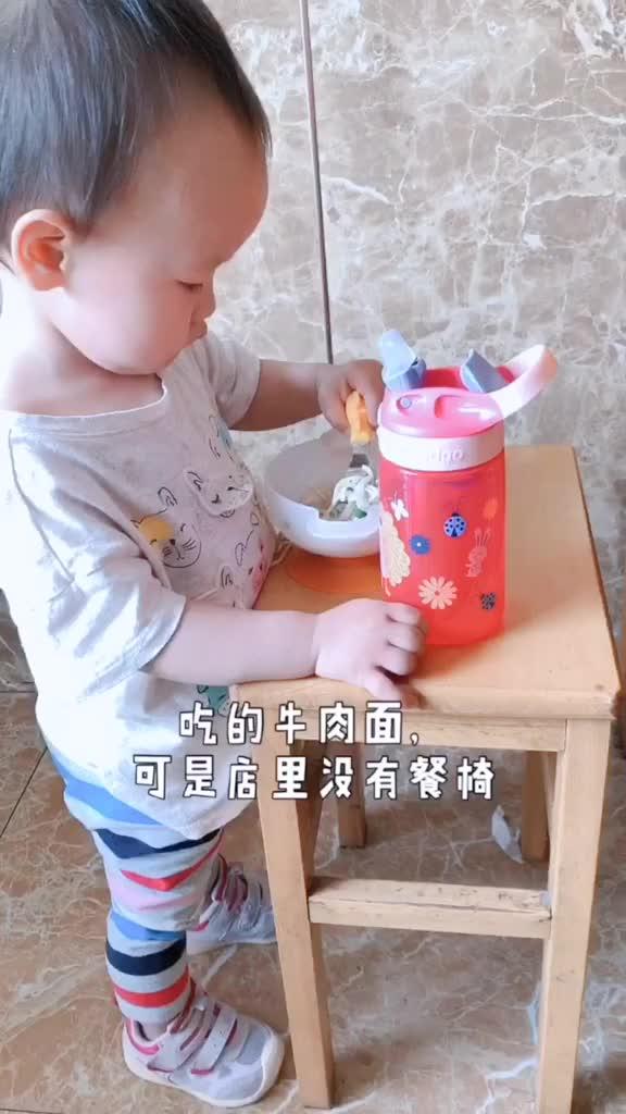 出门如果没有宝宝椅怎么吃饭呢?育儿亲子宝宝萌娃家有萌宝