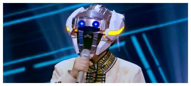 心酸!57岁甄子丹上节目蒙面打咏春,卖力跳舞,导师却全是后辈。