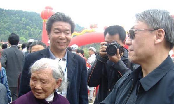 这位百岁老红军5次结婚,守护毛泽覃墓76年,死后嘱咐儿子保管