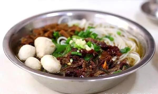 """广西玉林的特色美食""""玉林牛巴粉"""",让你连汤汁都不放过!"""