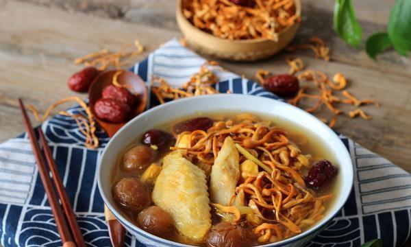 广式营养炖汤,清甜鲜美的虫草花鸡汤,老人小孩孕妇也爱喝来试试