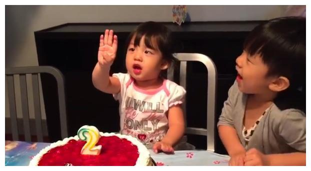 刘耕宏晒女儿5年前视频为她庆祝7岁生日,字里行间充满老父亲不舍