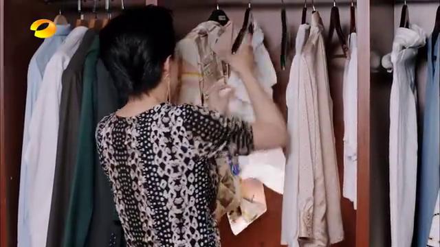 何娟进入李家,狠心要扔掉云恺妈妈的衣服,云恺发飙了