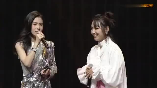 张碧晨、周笔畅现场即兴合唱《凉凉》