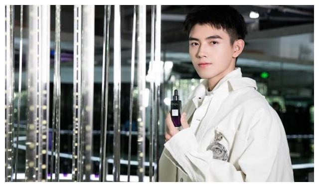 同为星二代的他们,陈飞宇巴图没捧成功,放养的他却成了影帝