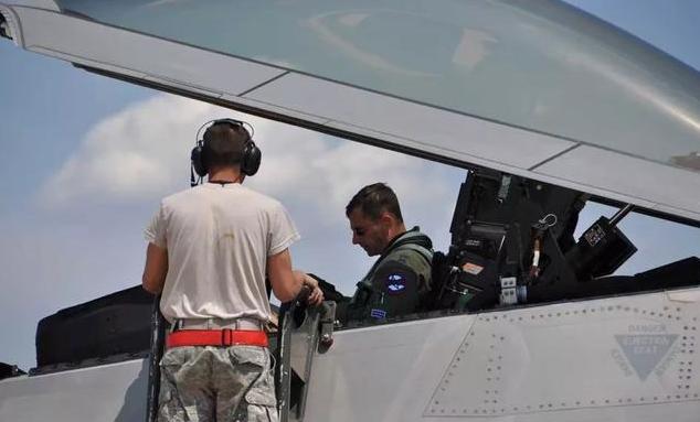 战斗机驾驶舱玻璃罩能否抵挡普通步枪子弹?