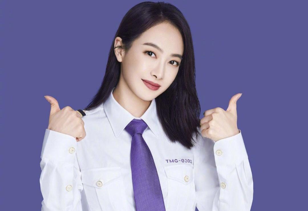 宋茜真是飒女郎,去直播间玩制服诱惑,白衬衣配紫领带又美又帅气