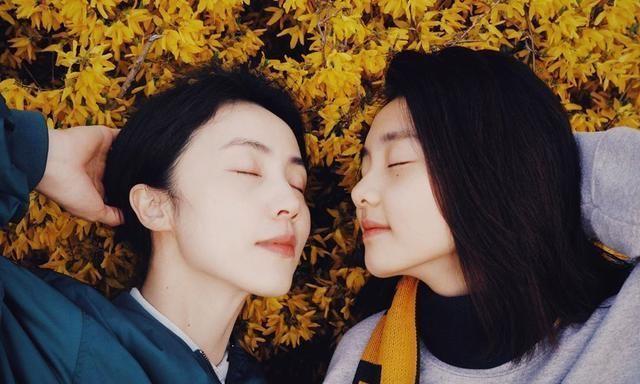 组图:黄磊女儿与妈妈同框比美 42岁孙莉素颜皮肤白皙不输多多