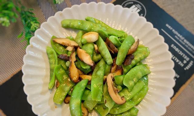 荷兰豆炒香菇,千万不能直接下锅炒,关键这一步,鲜香爽滑又翠绿