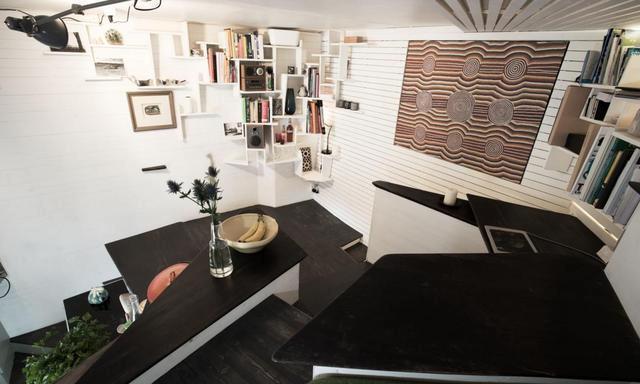 买套小阁楼,吃、住、收纳都在楼梯上解决了,宽度不到2米也实用